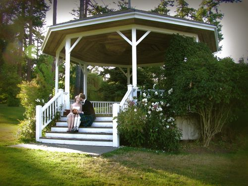 Gazebo kissing 5_2